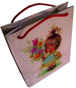 Geschenktasche mit Motiv Mädchen mit Blumen