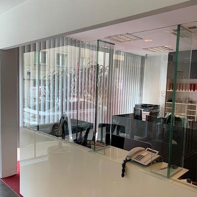 Schutzwände aus Glas